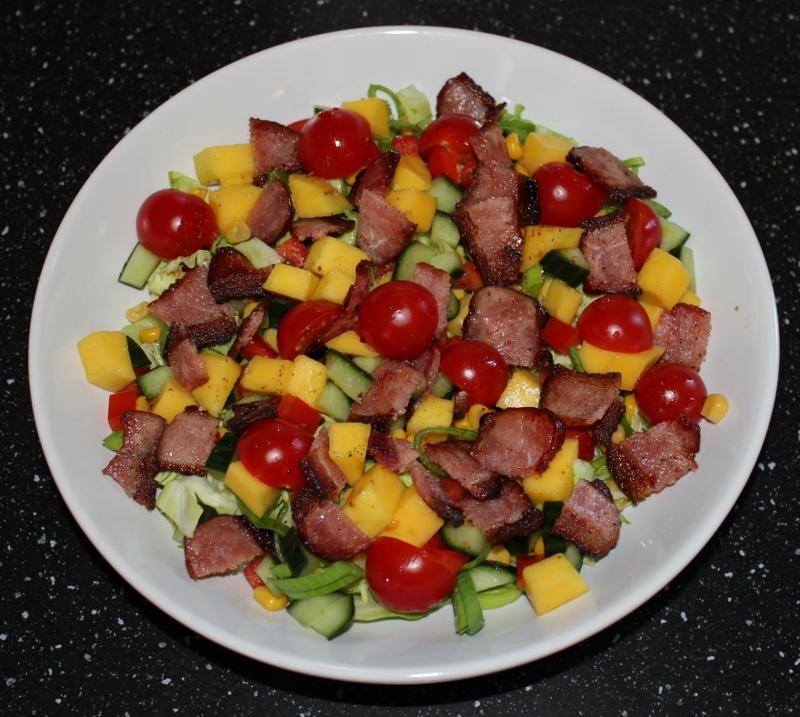 salat med vinaigrette og bacon